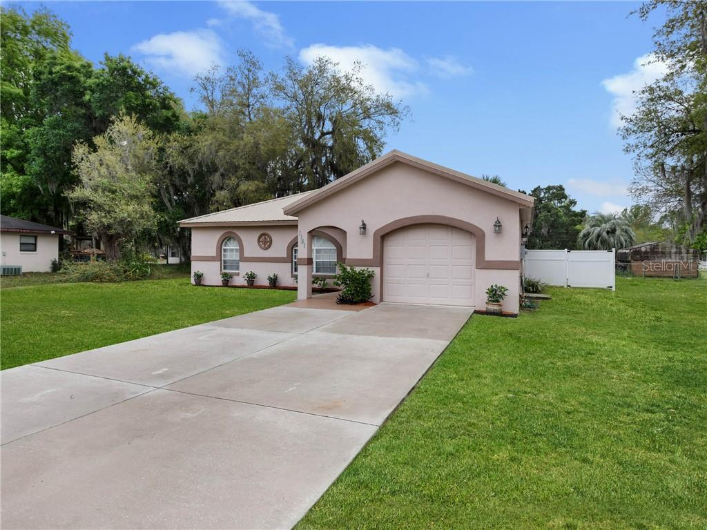 1141 CR 441 Property Photo - LAKE PANASOFFKEE, FL real estate listing