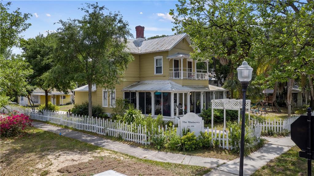 915 W MONTROSE STREET Property Photo 1