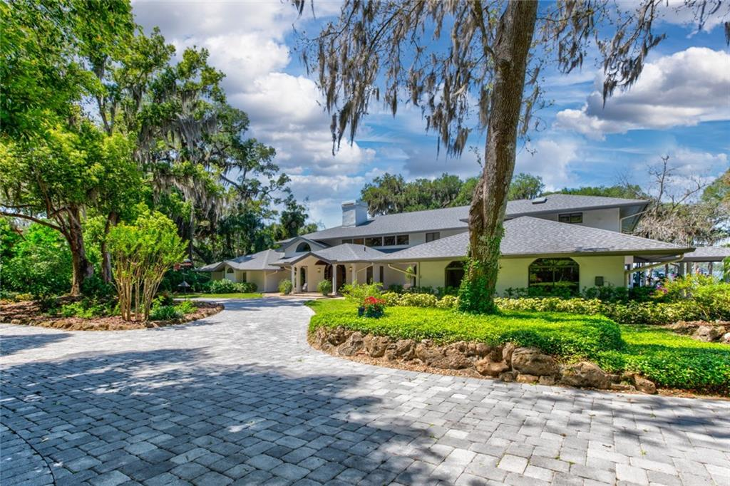 8124 THE MERES DRIVE Property Photo - MOUNT DORA, FL real estate listing