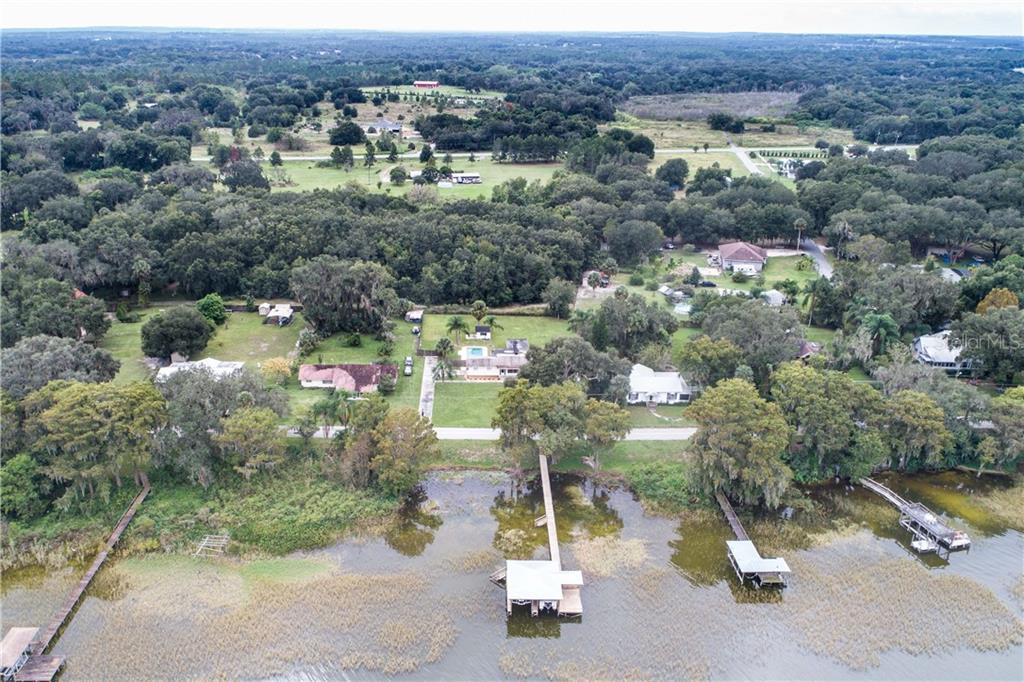 8916 LAKESHORE DR, YALAHA, FL 34797 - YALAHA, FL real estate listing