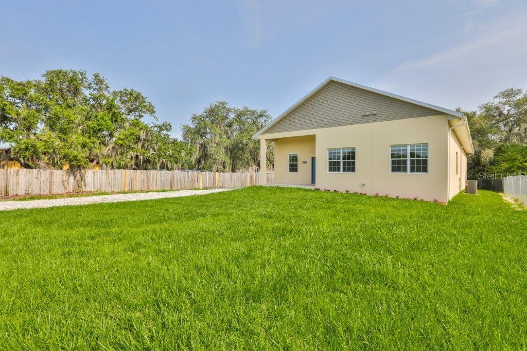 3516 W Baker St Property Photo