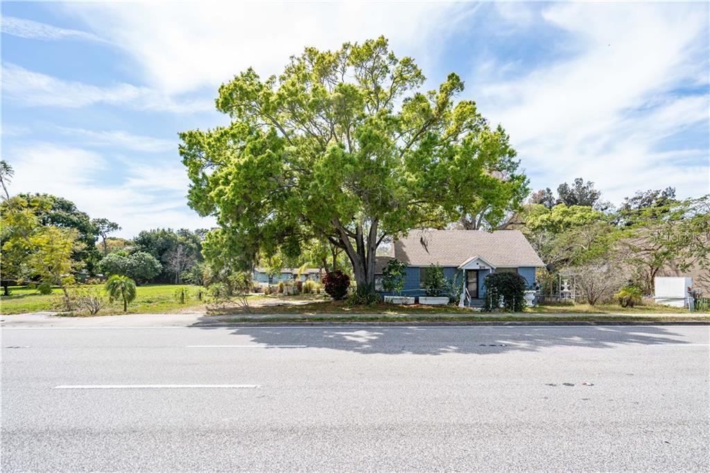 15770 Roosevelt Blvd Property Photo