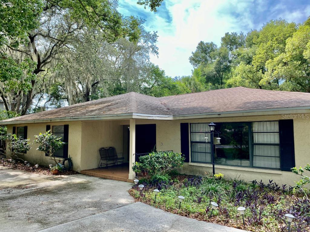 2111 W Country Club Dr Property Photo