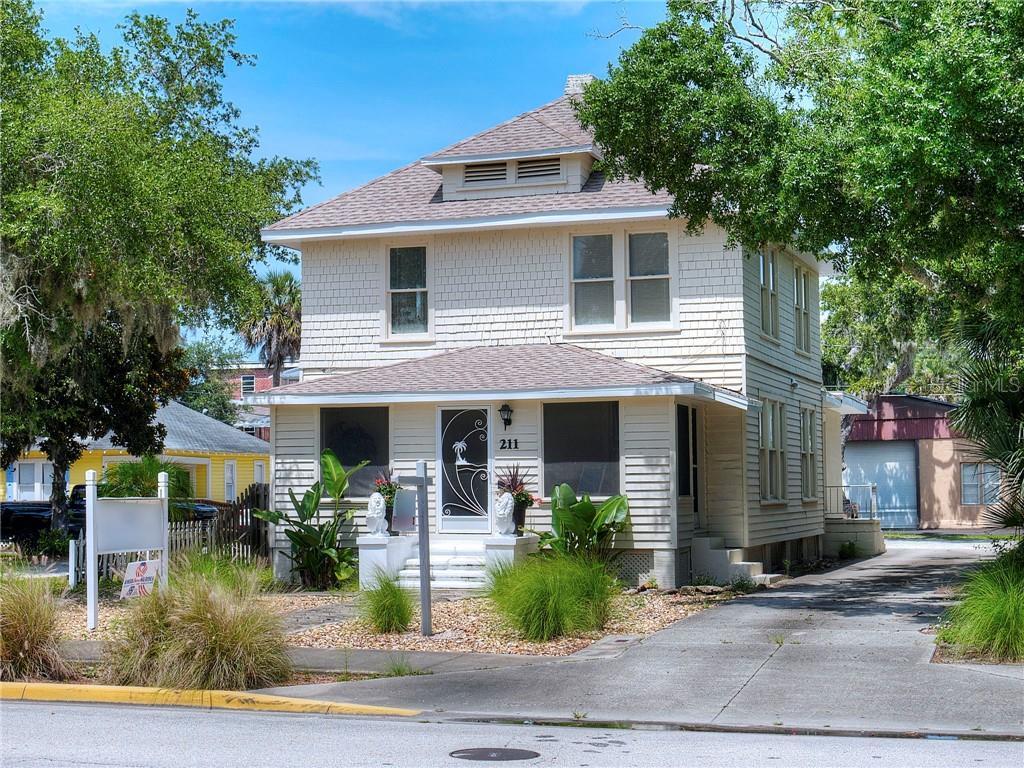 211 Live Oak St Property Photo