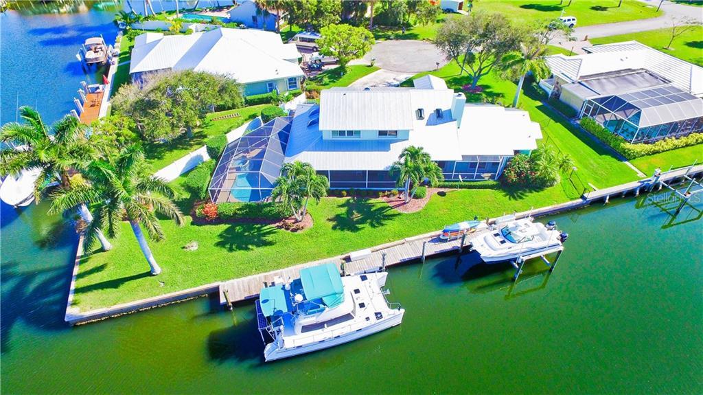 123 QUEEN ANN COURT Property Photo - HUTCHINSON ISLAND, FL real estate listing