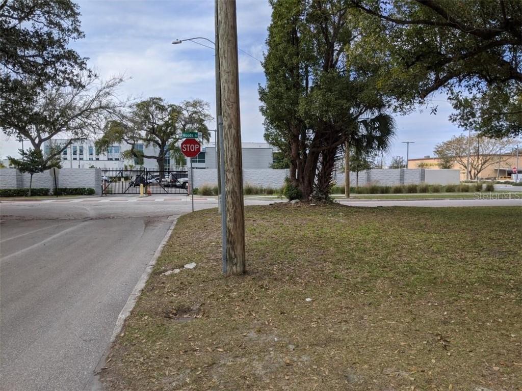 1049 Colyer Street Property Photo