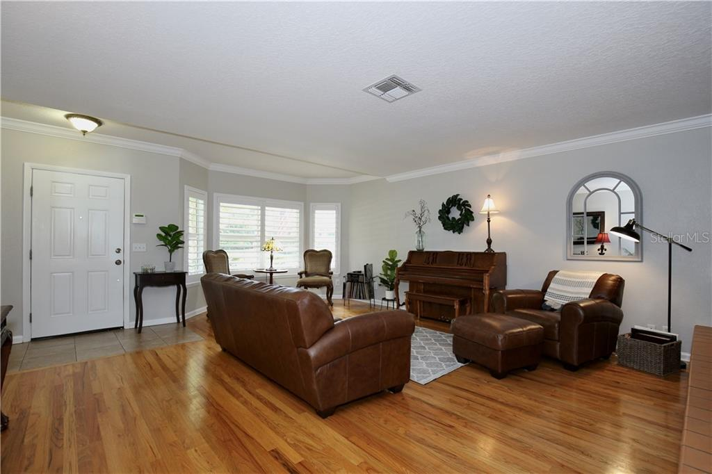 2313 S SUMMERLIN AVENUE Property Photo - ORLANDO, FL real estate listing