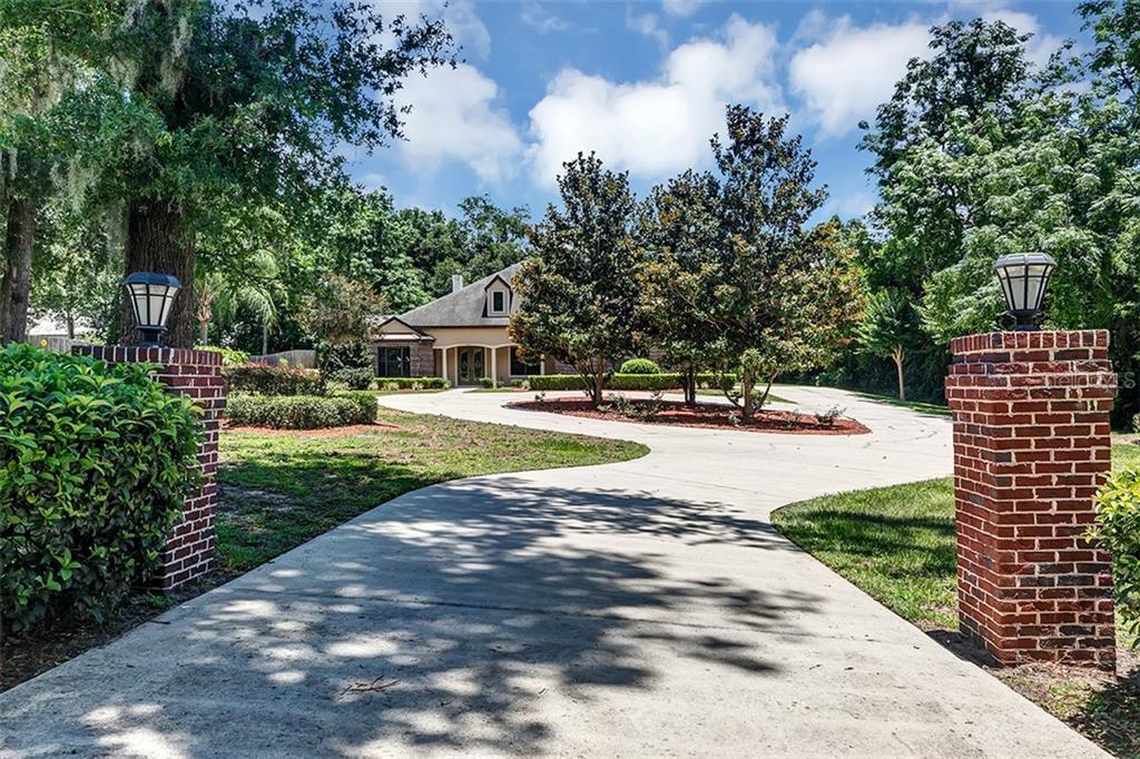 5363 LAKE STREET Property Photo - MOUNT DORA, FL real estate listing
