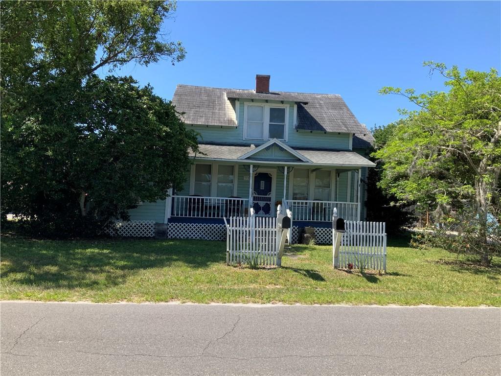 390 E Lake St Property Photo