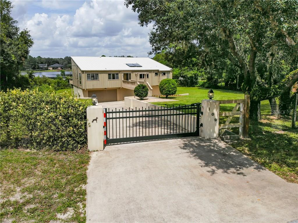 109 OVERLOOK DR Property Photo - CHULUOTA, FL real estate listing