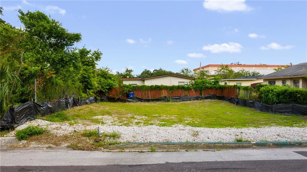 715 DOUGLAS AVENUE Property Photo