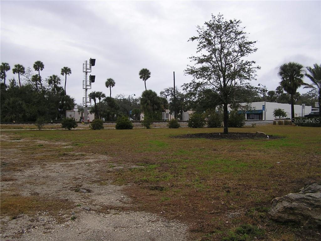 S Dixie Freeway Property Photo