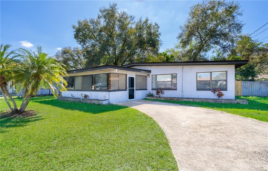 302 OAKWOOD COURT Property Photo - FERN PARK, FL real estate listing