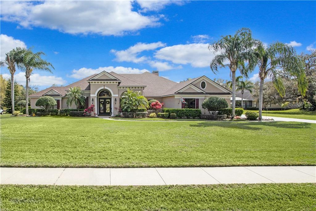 811 MILLS ESTATE PLACE Property Photo - CHULUOTA, FL real estate listing