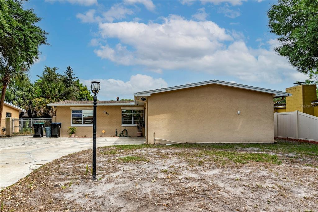 855 Forester Avenue Property Photo 1