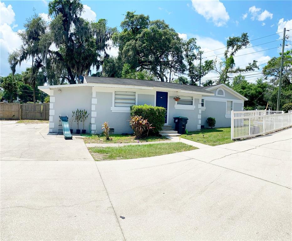 5767 Lakeville Road Property Photo