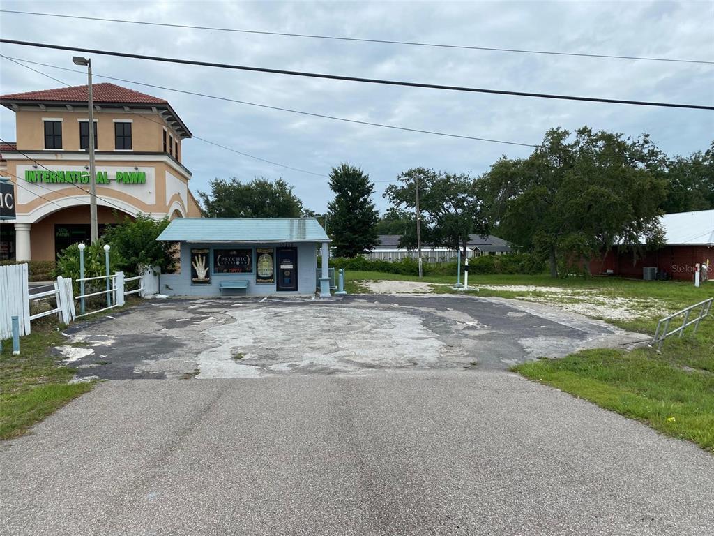 10217 E Colonial Drive Property Photo