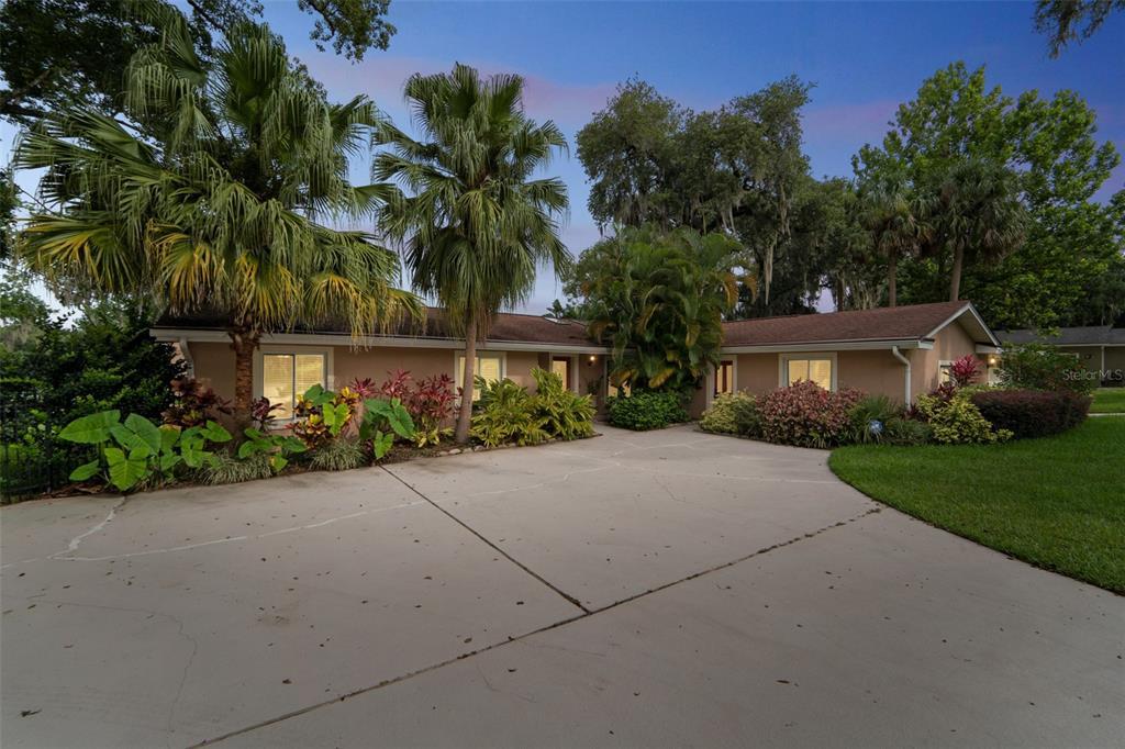206 Adelaide Boulevard Property Photo 1