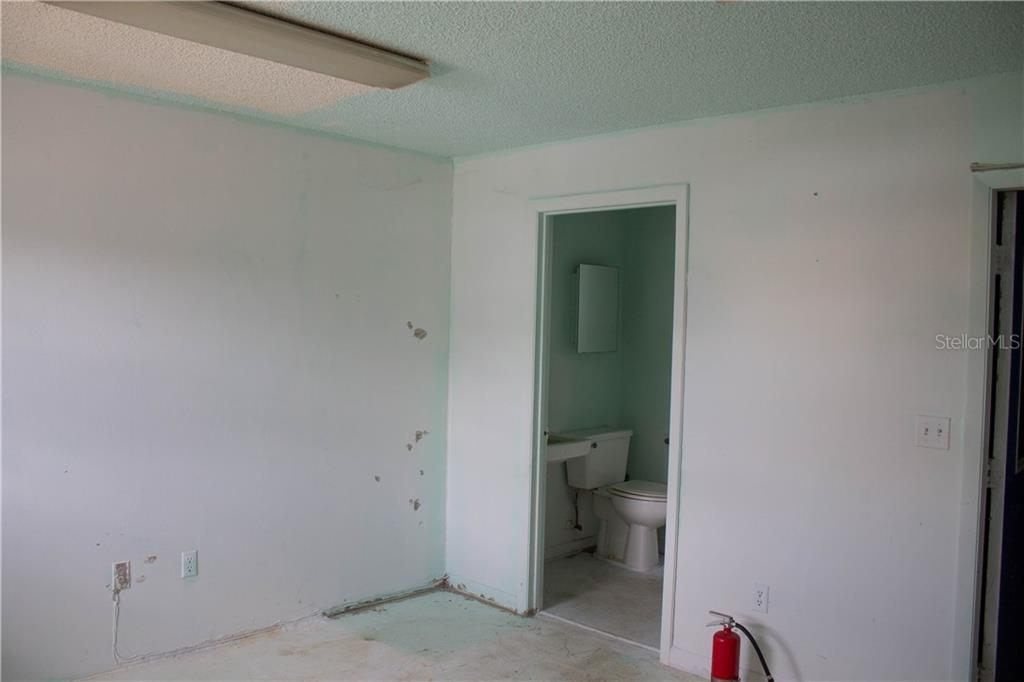 3703 NE 36TH AVE ALL UNITS AVENUE #B Property Photo