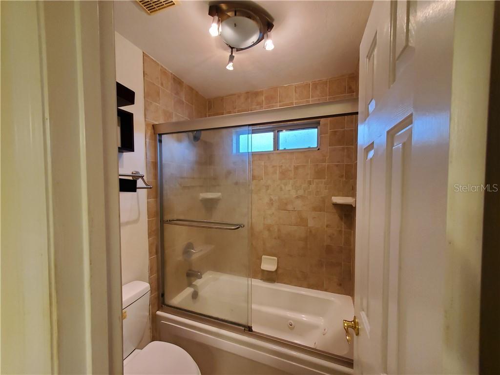 6102 Nw 111 Pl Property Photo 16