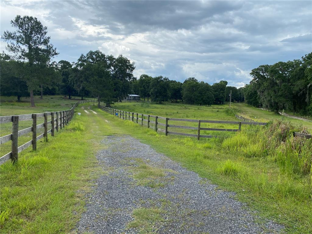 12665 Nw Highway 225 Property Photo 1
