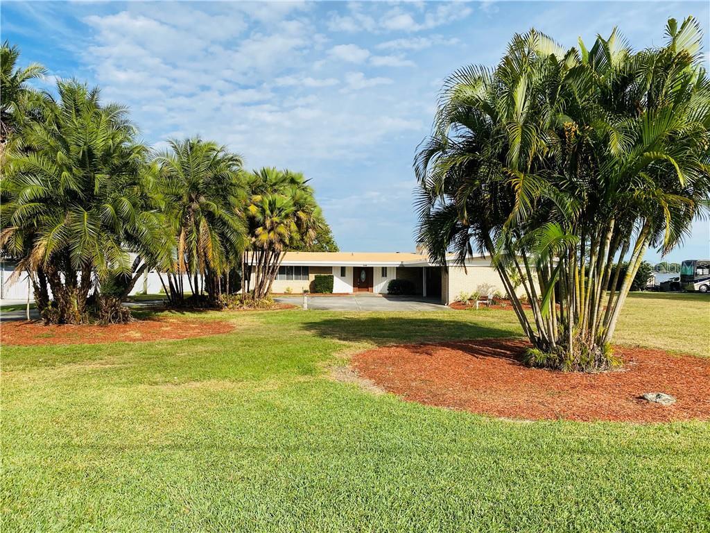 208 LAKE HOWARD DR SW Property Photo - WINTER HAVEN, FL real estate listing