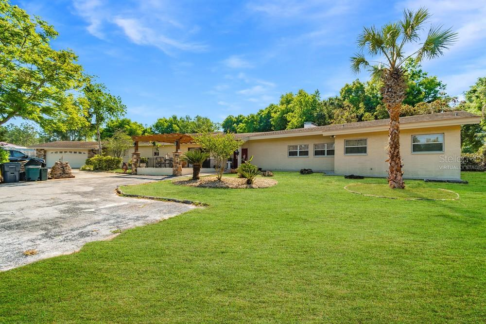 2840 Country Club Road N Property Photo 1