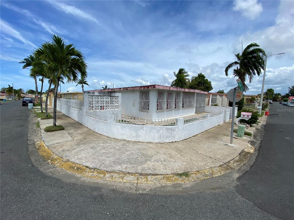601 Villa Carolina Property Photo