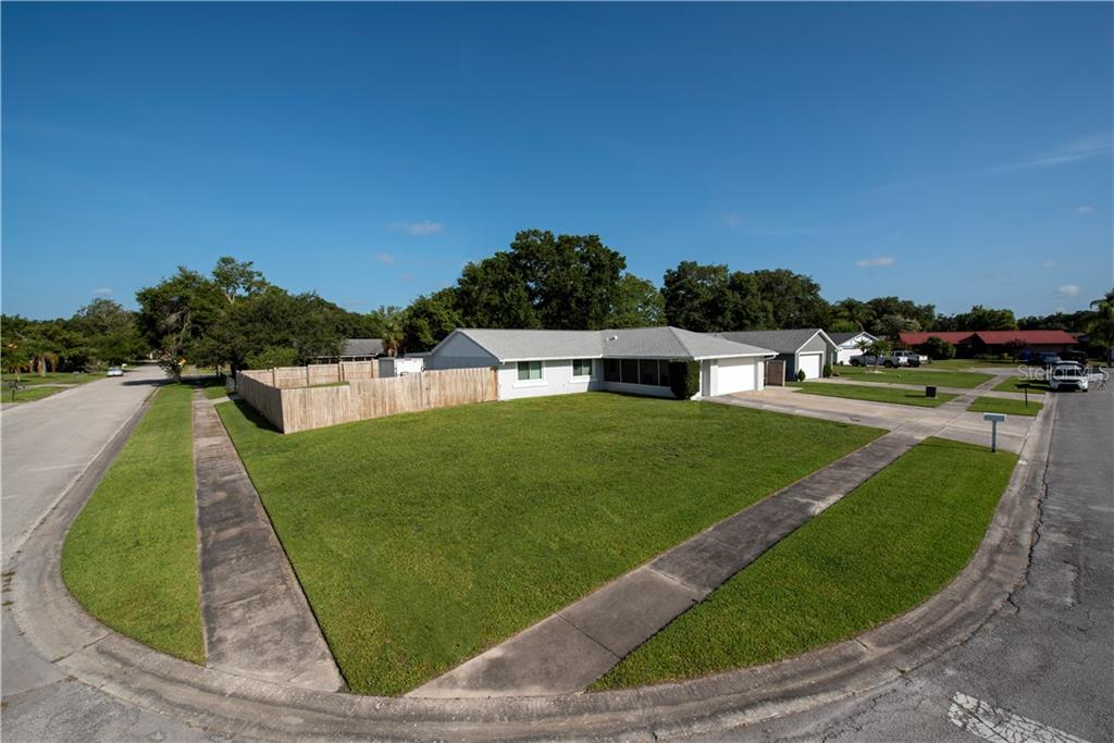 2316 PEPPER TREE CT Property Photo - KISSIMMEE, FL real estate listing