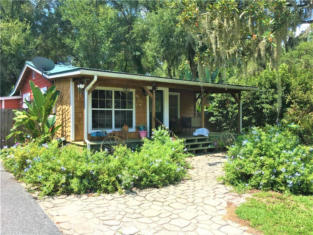 1177 CR 464 Property Photo - LAKE PANASOFFKEE, FL real estate listing