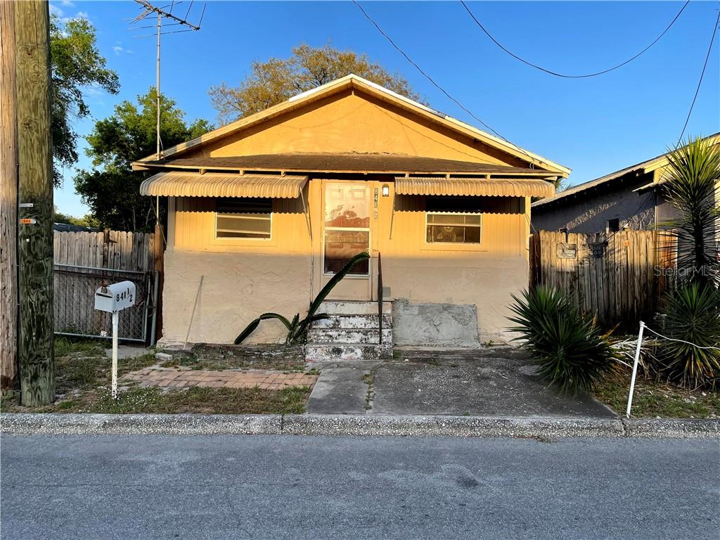 841 N Florence Avenue Property Photo