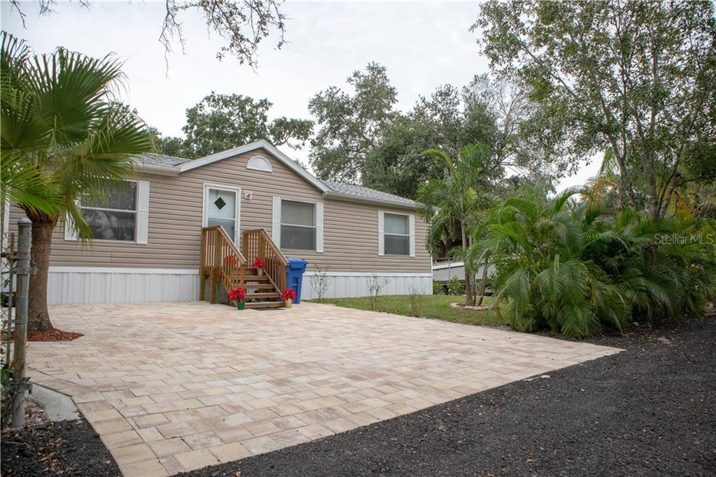 5823 BARRY LN Property Photo - TAMPA, FL real estate listing