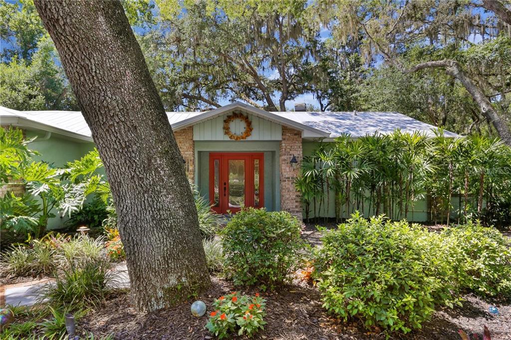 801 BANNOCKBURN AVE Property Photo - TEMPLE TERRACE, FL real estate listing