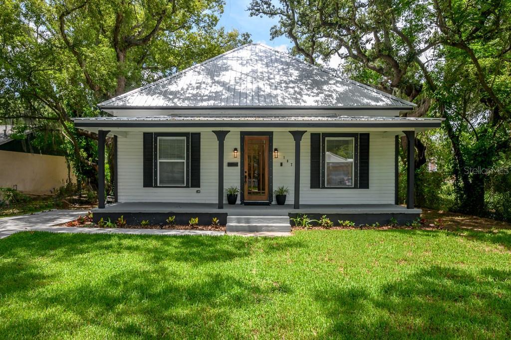 107 W WARREN AVENUE Property Photo