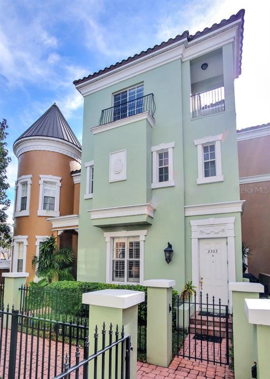 2303 KENSINGTON GARDEN LN Property Photo - TAMPA, FL real estate listing