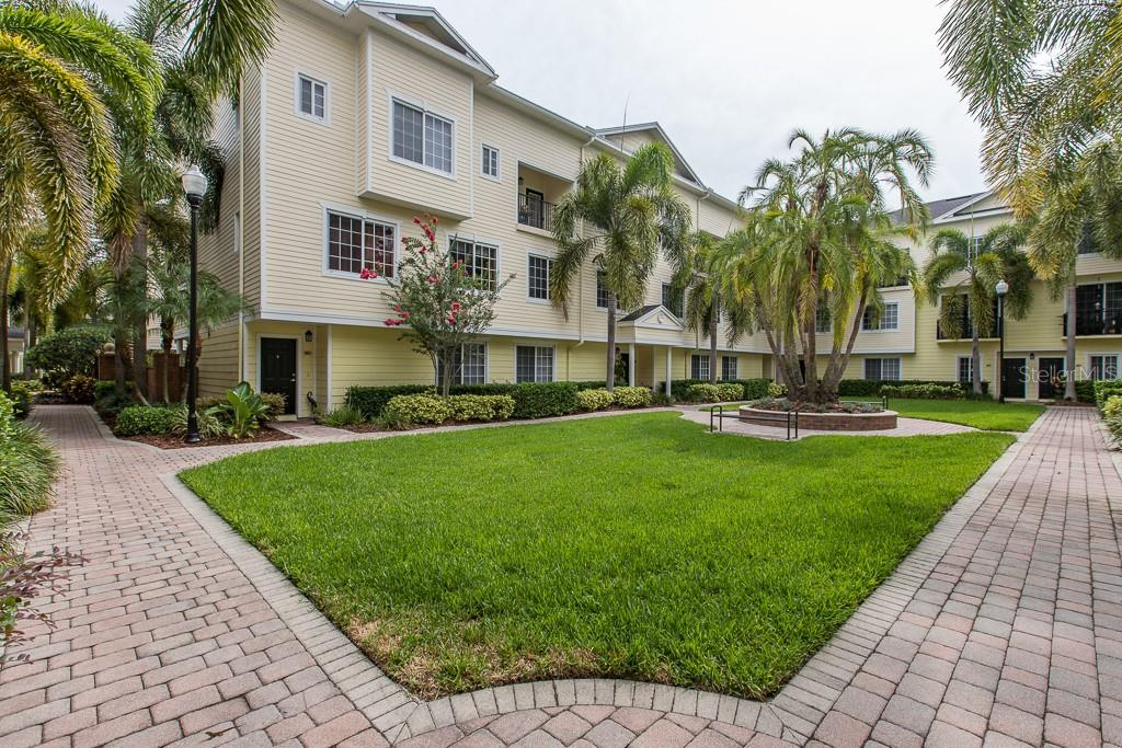 9751 MEADOW FIELD CIR Property Photo - TAMPA, FL real estate listing