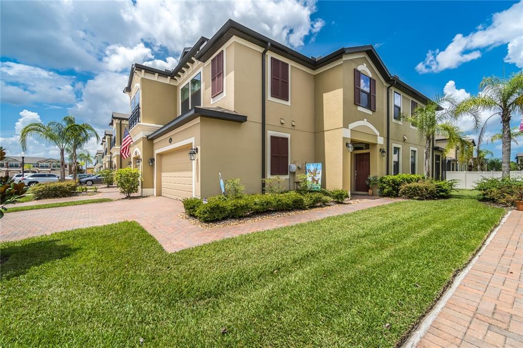 1971 LAKE WATERS PL Property Photo - LUTZ, FL real estate listing