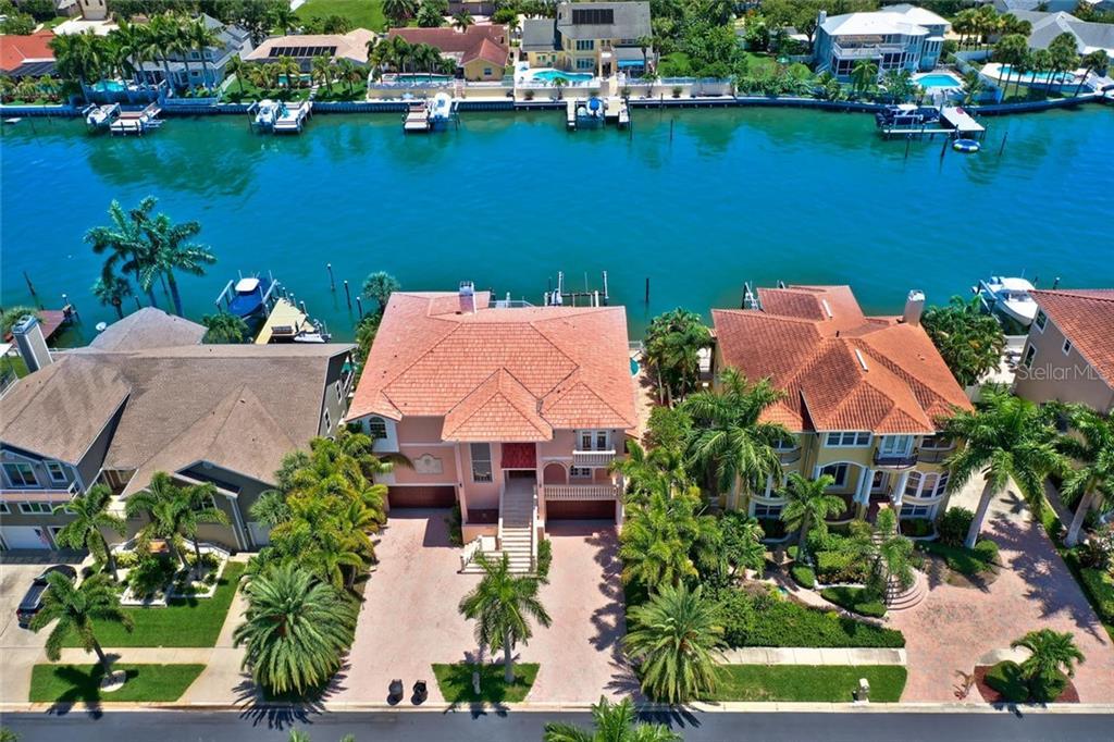 5955 BAYVIEW CIR S Property Photo - GULFPORT, FL real estate listing