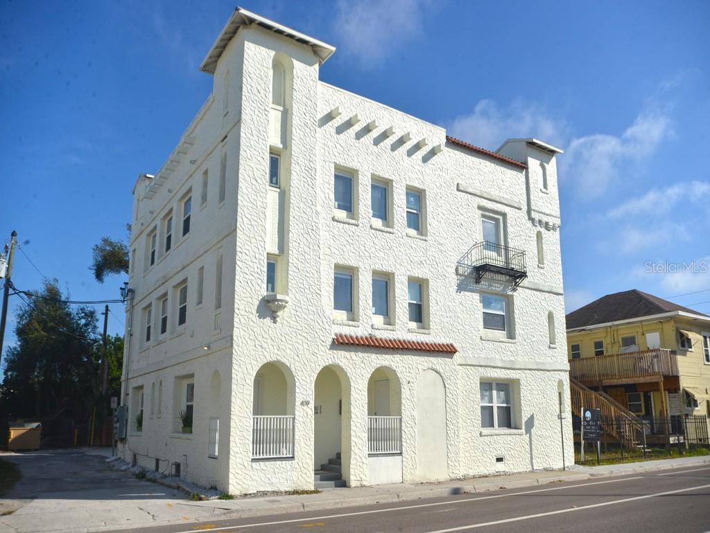 409 8TH ST N Property Photo - ST PETERSBURG, FL real estate listing