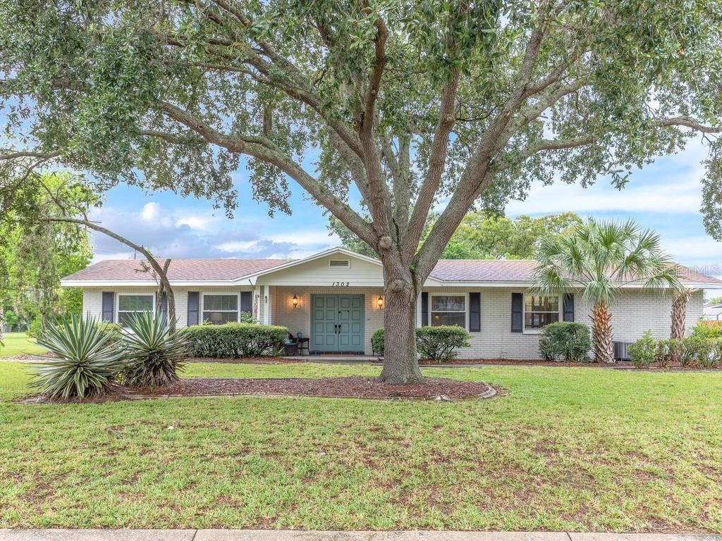 1302 BRANDONWOOD DRIVE Property Photo - BRANDON, FL real estate listing