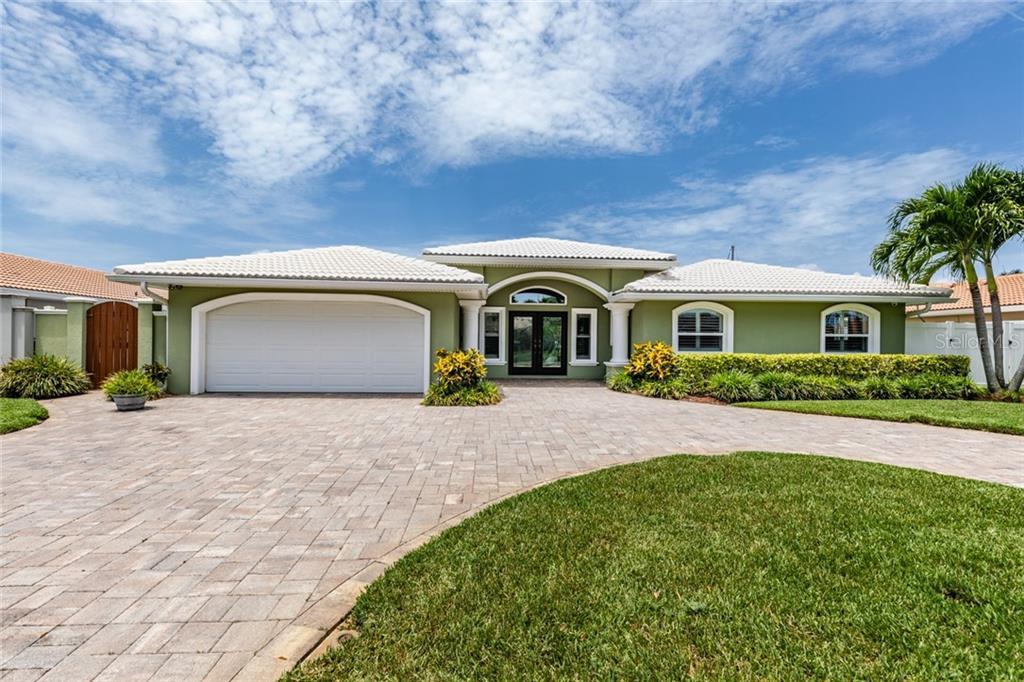 1827 TANGLEWOOD DRIVE NE Property Photo - ST PETERSBURG, FL real estate listing