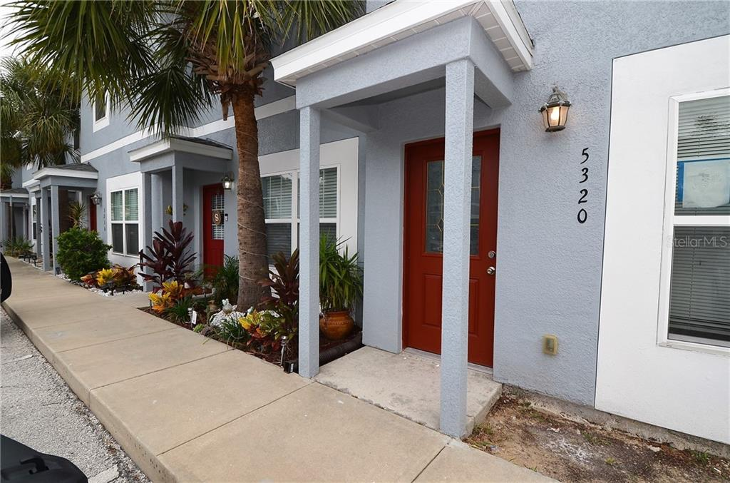 5320 TERRAZA COURT Property Photo - TEMPLE TERRACE, FL real estate listing