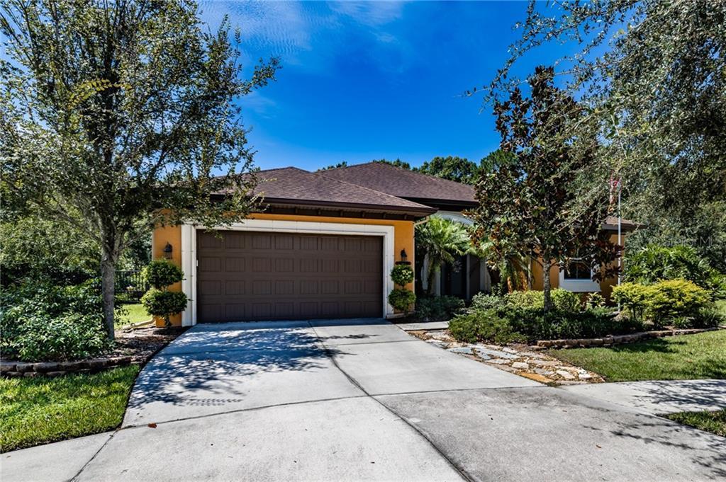 8002 HAMPTON GLEN DRIVE Property Photo - TAMPA, FL real estate listing