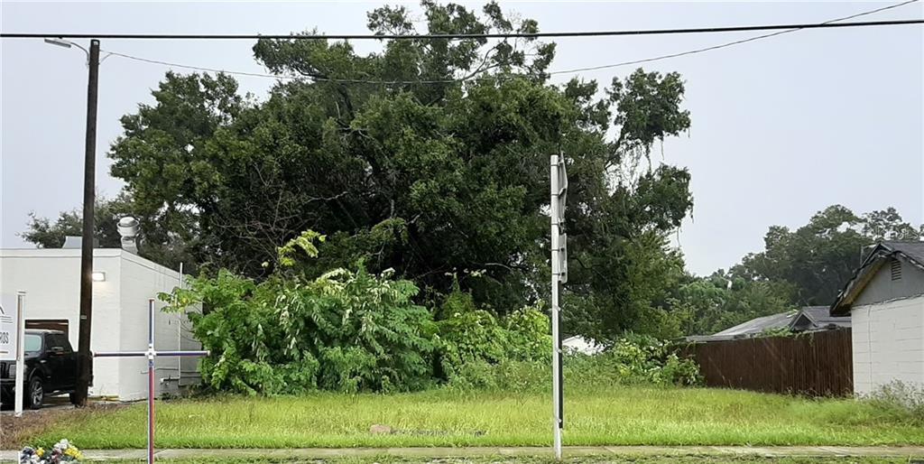 811 E LOTUS AVENUE Property Photo