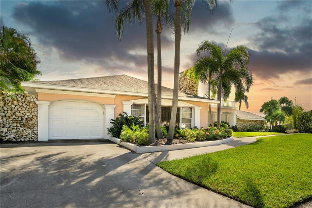 3905 FONTAINEBLEAU DRIVE Property Photo - TAMPA, FL real estate listing