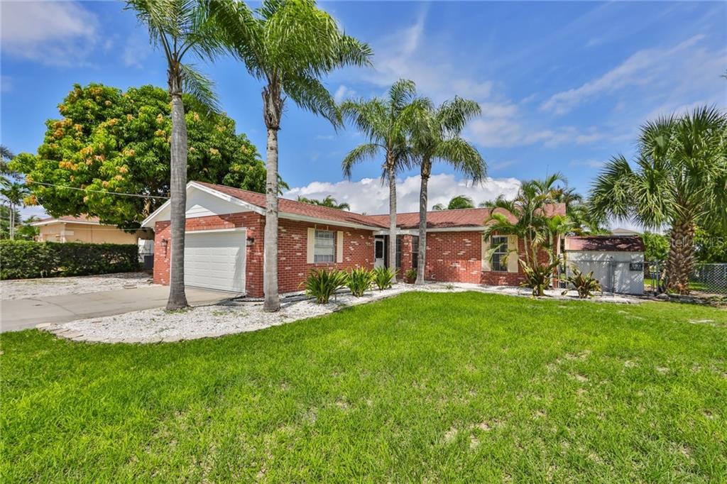 740 JAMAICA CIRCLE W #W Property Photo - APOLLO BEACH, FL real estate listing