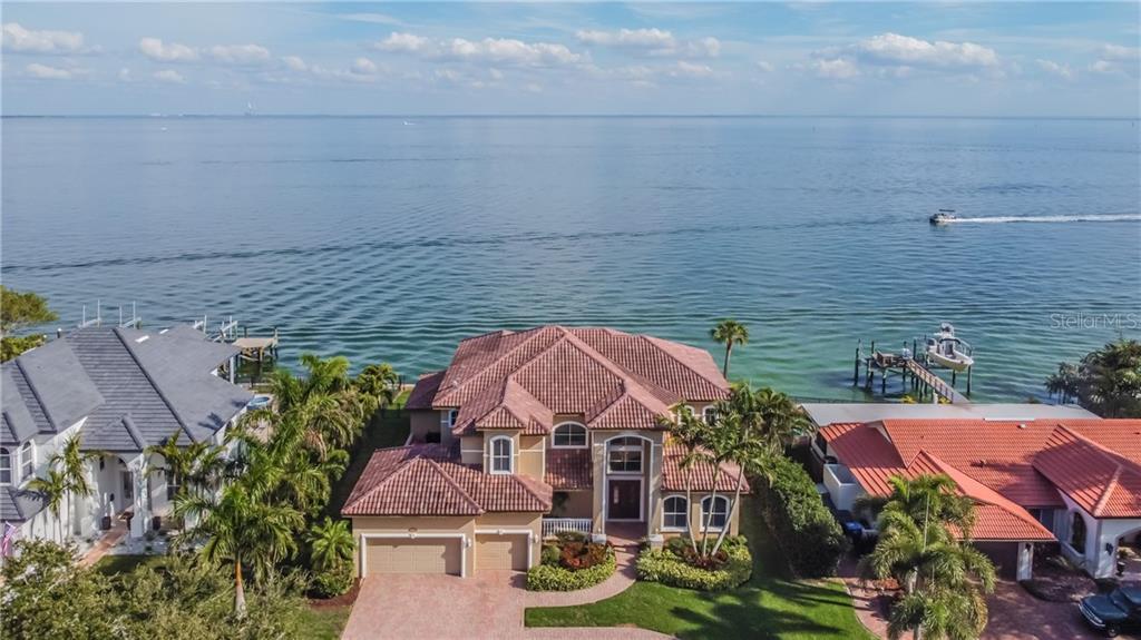 2064 CAROLINA AVENUE NE Property Photo - ST PETERSBURG, FL real estate listing