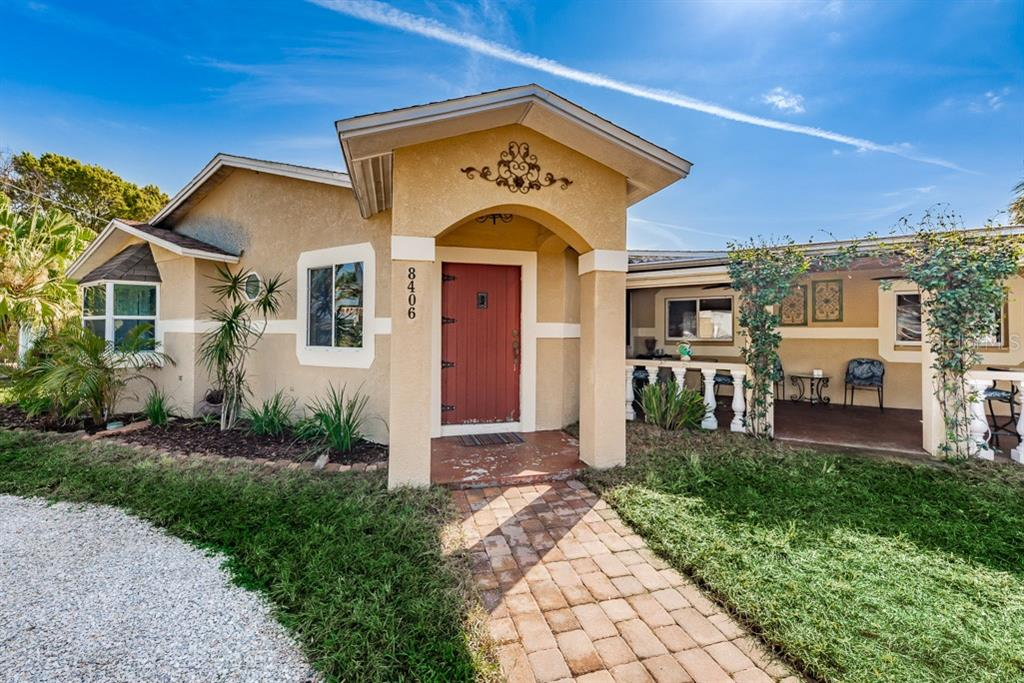 8406 BOXWOOD DRIVE Property Photo - TAMPA, FL real estate listing