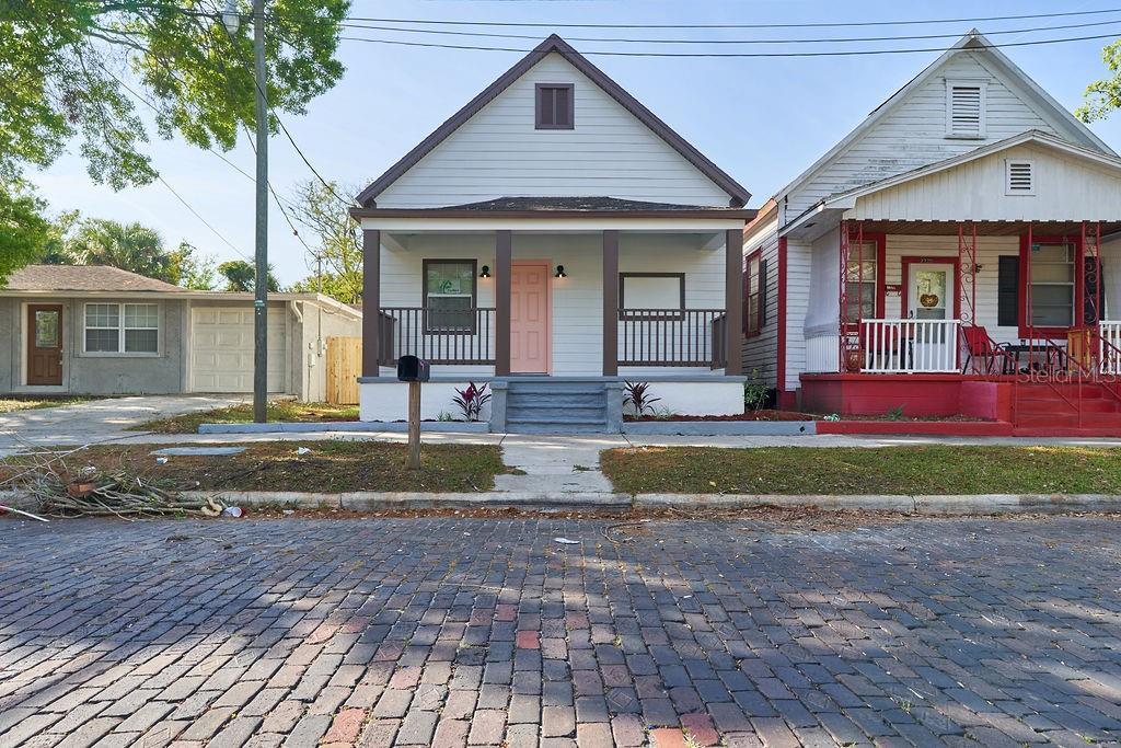 2318 W Walnut Street Property Photo