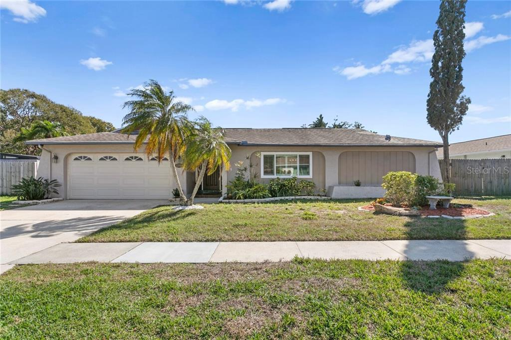 12098 96TH PLACE Property Photo - SEMINOLE, FL real estate listing